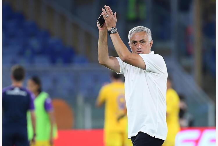 Mourinho già pazzo di Roma: 'L'inno è un momento bellissimo'