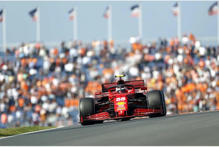 Olanda: Sainz a muro, corsa contro tempo meccanici Ferrari