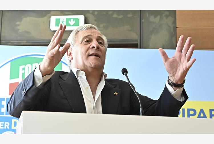 Vaccini: Tajani, minacce di impiccarmi ma vado avanti