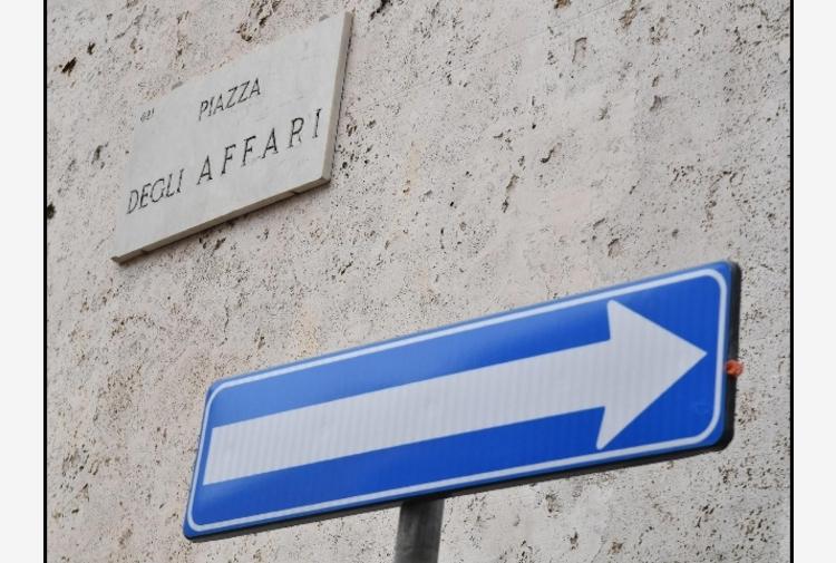 Borsa: Milano (-0,3%) riduce perdite, corre Ferragamo