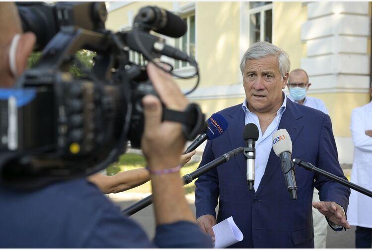 """Covid, Tajani """"Tampone gratuito per chi non può vaccinarsi"""""""