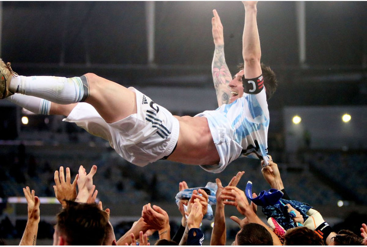 Calcio: Tris di Messi, trascina l'Argentina e batte record di Pelé