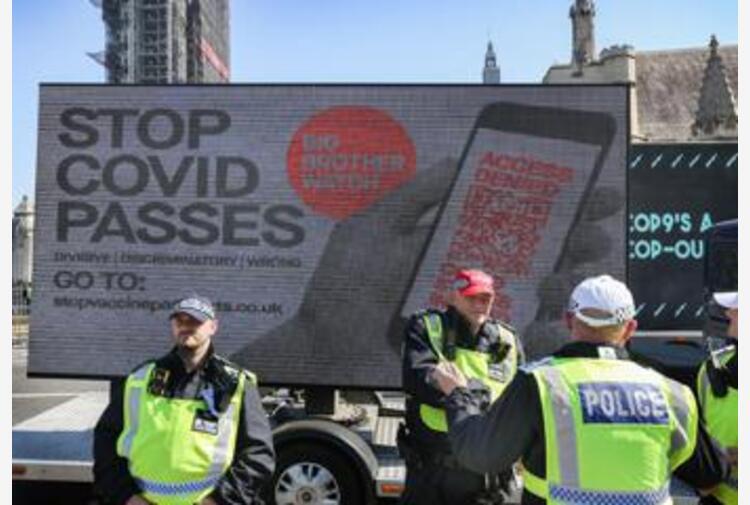 La Gran Bretagna rinuncia al green pass per locali ed eventi