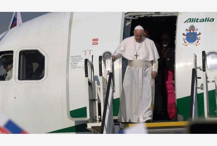 Papa: se porti croce non solo al collo non hai nemici ma fratelli