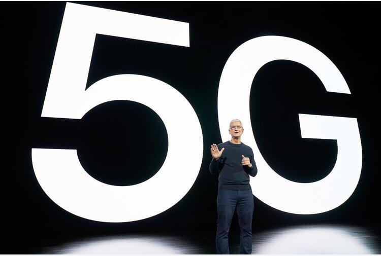 Apple, sale l'attesa per iPhone 13 e Watch 7