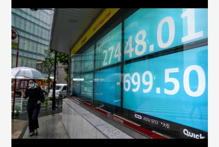 Borsa: Hong Kong frena con Evergrande, Tokyo su massimi 31 anni