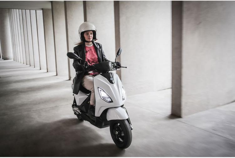 Piaggio 1, il nuovo e-scooter essenziale, facile e leggero