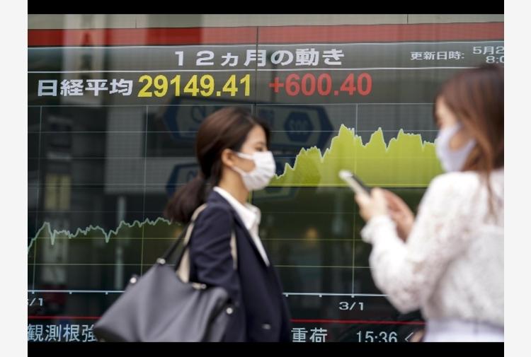 Borsa: Asia in calo, Evergrande pesa ancora su Hong Kong