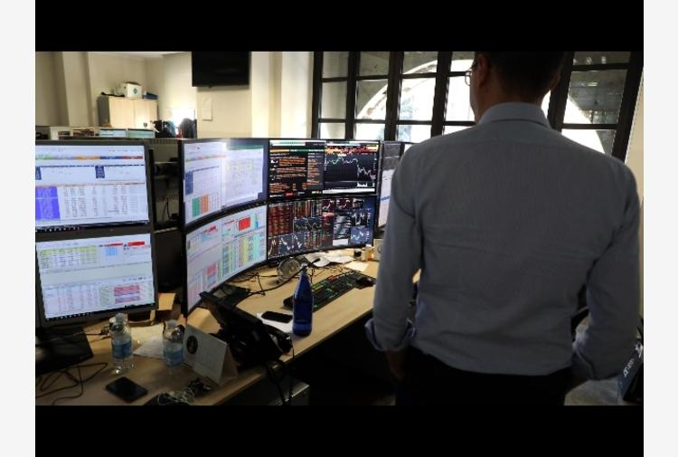 Spread Btp-Bund: chiude in crescita a 100,8 punti