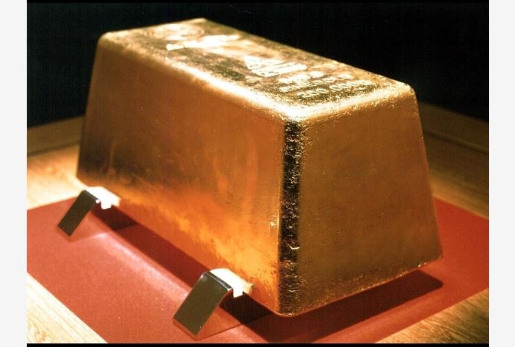 Oro: prezzo spot stabile sopra 1.800 dollari l'oncia