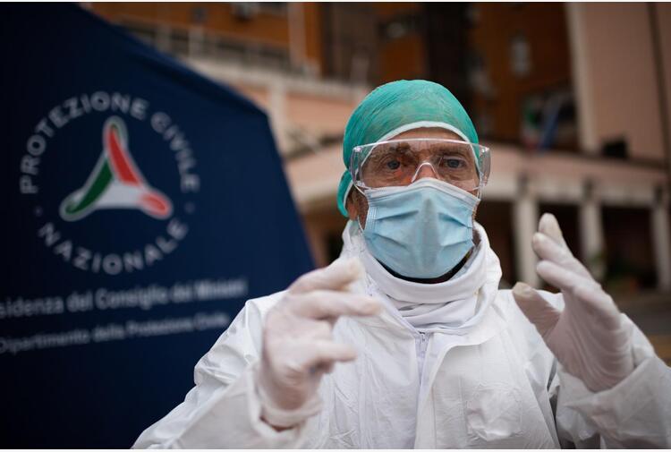 Covid, virologo Tarro: 'Mascherine solo per positivi e sanitari'