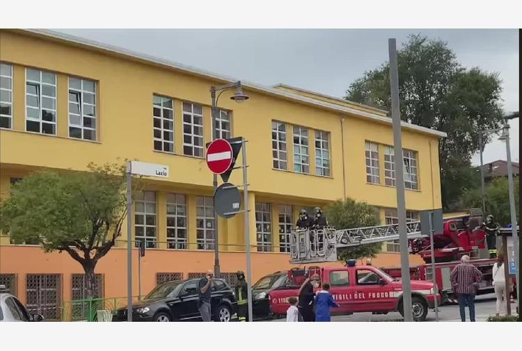 Incendio sul tetto di una scuola elementare a Potenza