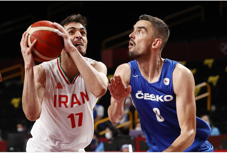 Iran: Khamenei, atleti non stringano la mano agli israeliani