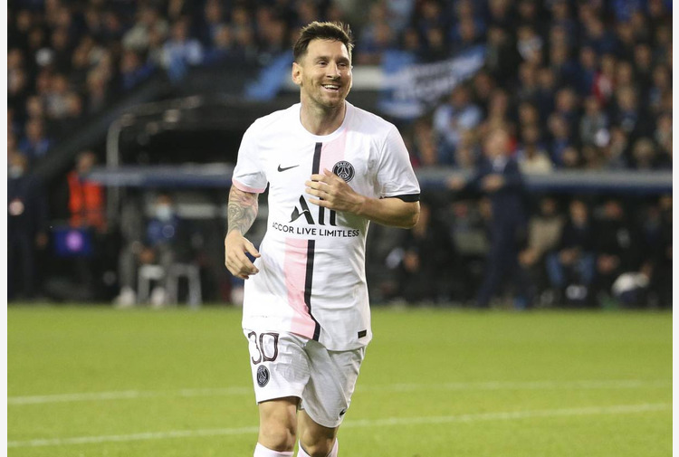 'L'Equipe' svela cifre ingaggio Messi, 110 milioni in tre anni. Per la Pulce 100 mila euro al giorno