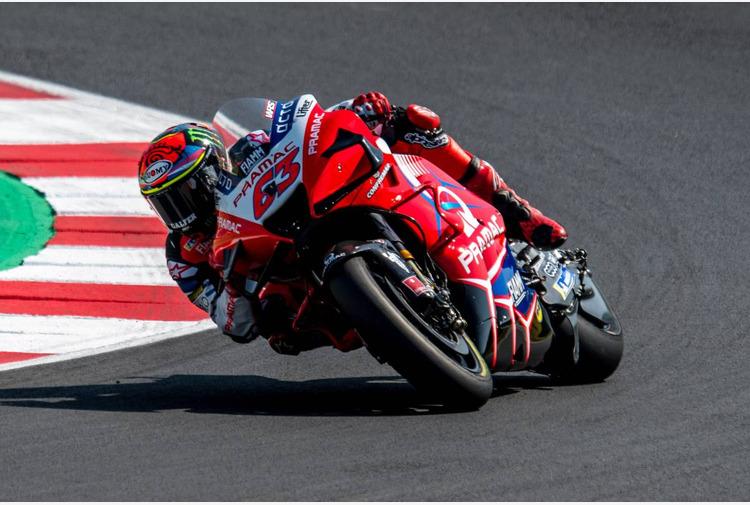 Doppietta Ducati a Misano, pole Bagnaia davanti a Miller