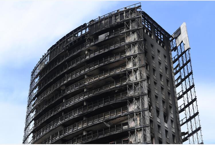 Incendio a Milano: da pm consulenza su maxi rogo della Torre