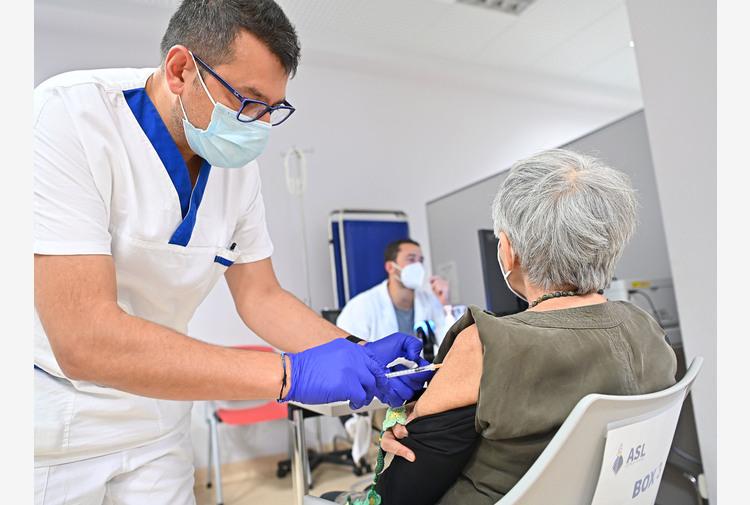 Vaccini: 3.191 italiani hanno fatto la terza dose