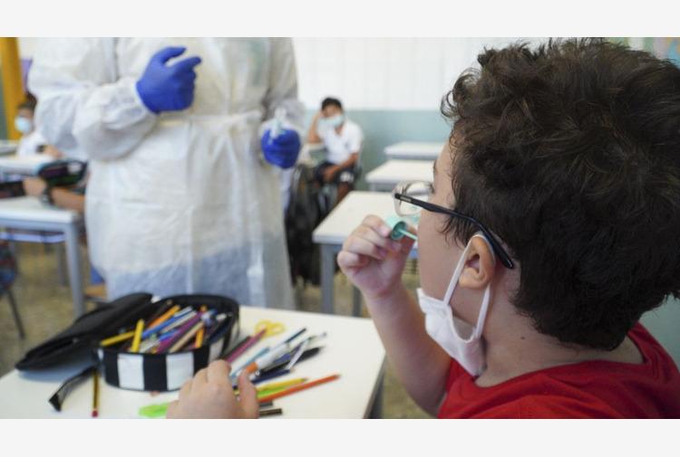 In Puglia al via i primi test salivari Covid nelle scuole