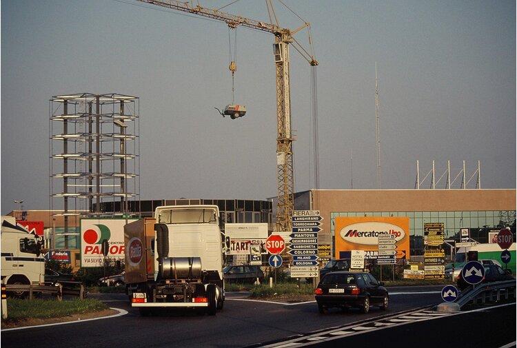 L'«inquinamento edilizio» e il disordine edificatorio tolgono spazio necessarioal bene pubblico