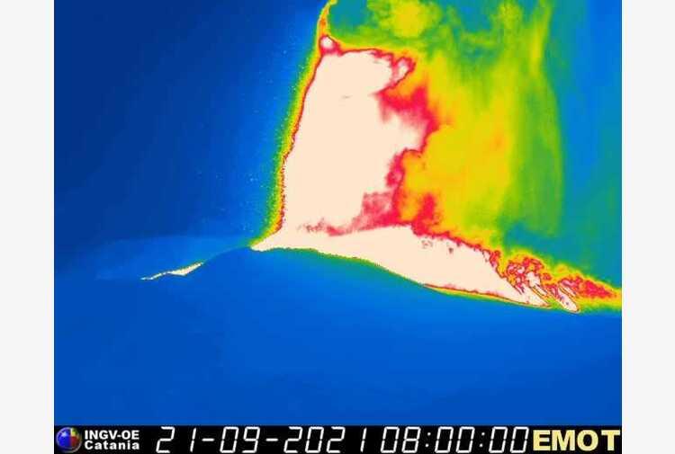 Etna: fontana di lava da Sud-Est , nube eruttiva alta 9 km