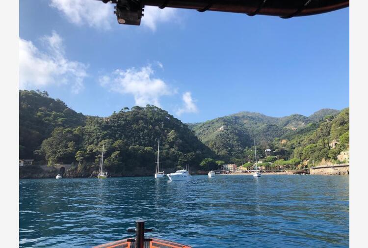 Turista americano precipita da un hotel Portofino e muore. Era rimasto bloccato in terrazza con la moglie