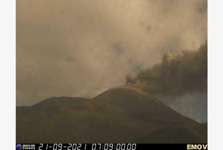Etna: attività al cratere Sud-Est, nube cenere alta 4,5 km