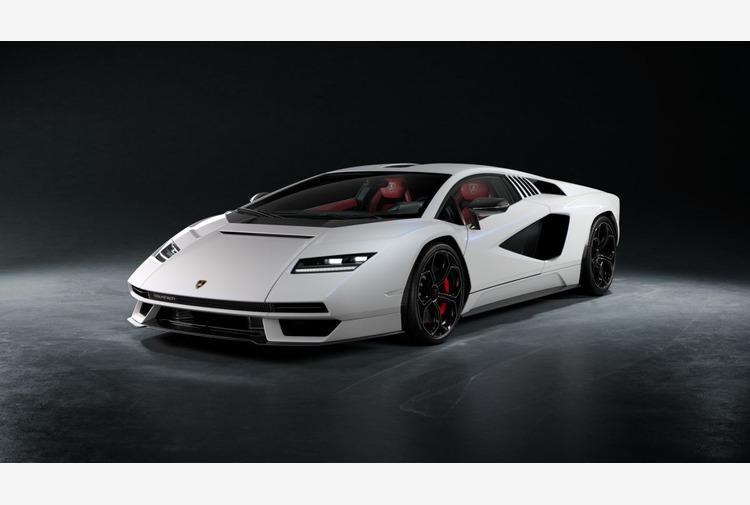 Pirelli e Lamborghini Countach, 50 anni insieme