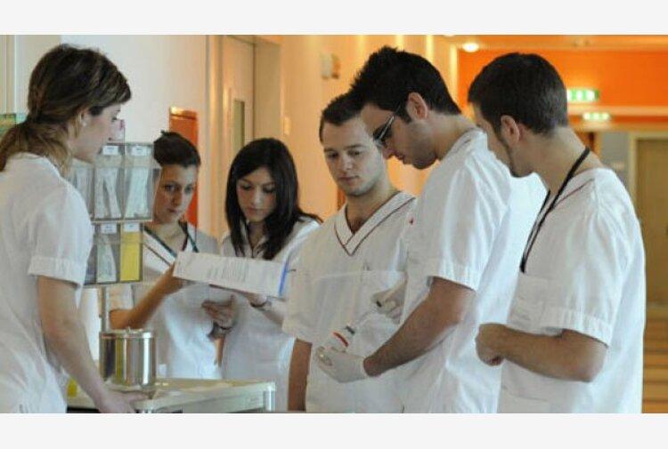 Asl di Brindisi sospende 16 operatori sanitari 'no vax'