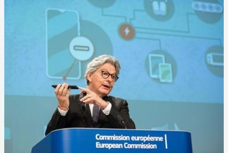 Ue propone USB-C come standard unico sui caricabatterie