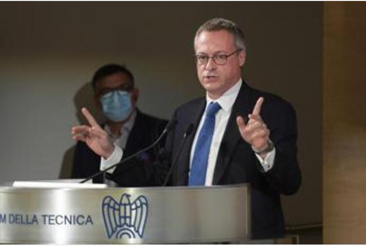 Bonomi schiera Confindustria: 'Draghi resti premier a lungo'