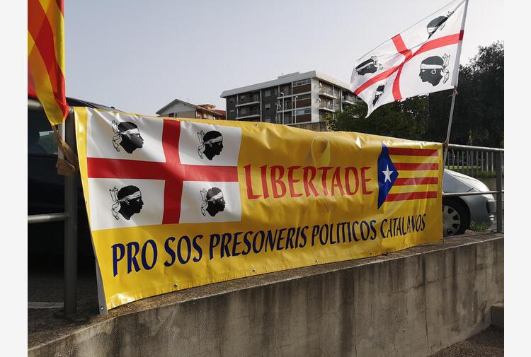 Giudice libera Puigdemont, ma dovrà restare in Sardegna