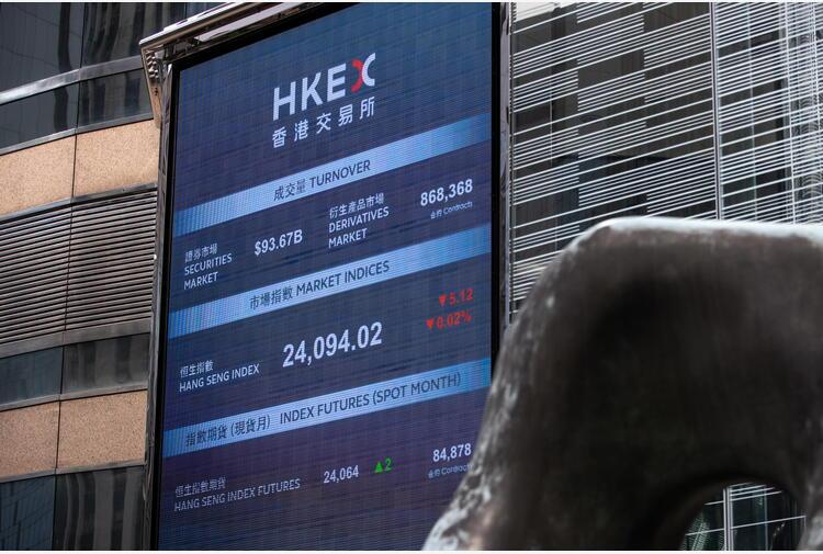 Borsa: Hong Kong apre a -0,10%, Evergrande a -3,75%