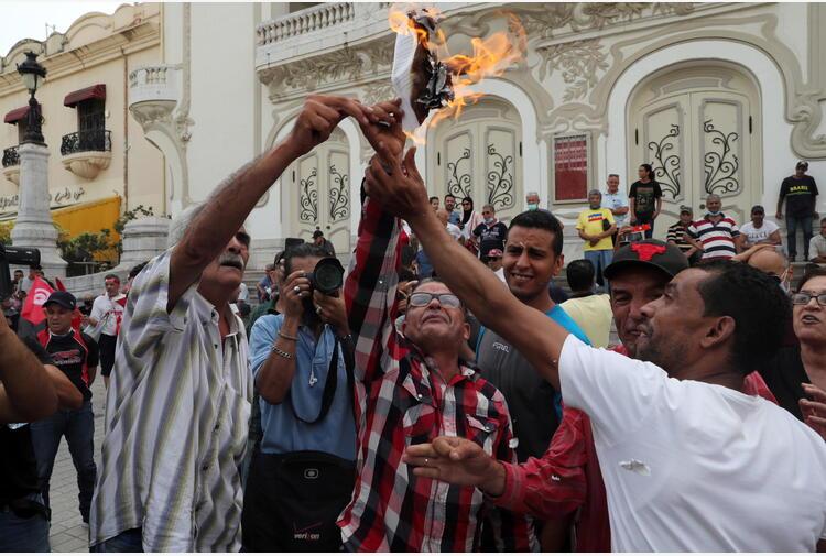 Tunisia: media, in piazza sostenitori del presidente Saied