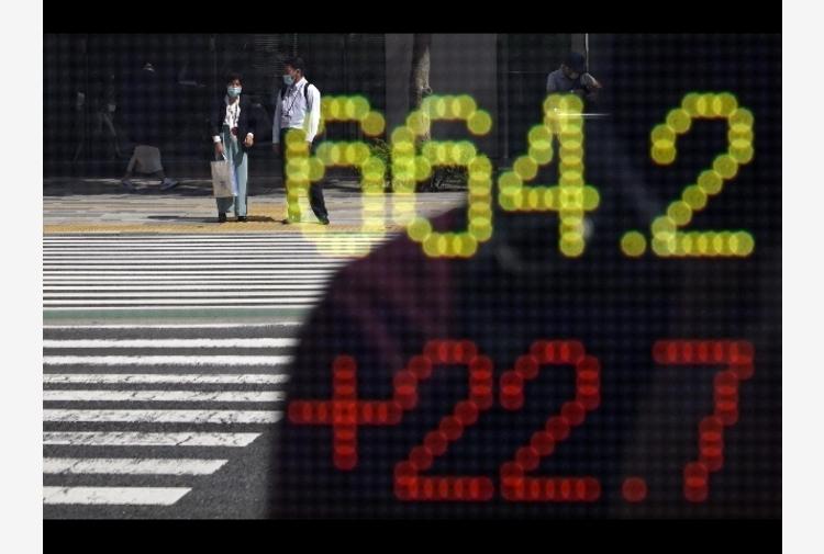 Borsa: Asia giù con tecnologici, controtendenza Hong Kong