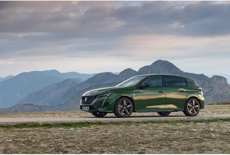 Esperienza digitale con il Peugeot i-Connect Advanced di 308