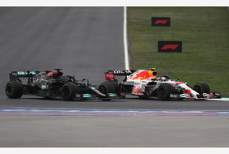 Red Bull accusa: 'Velocità sorprendente della Mercedes con nuovo motore'. Stoccarda respinge insinuazioni