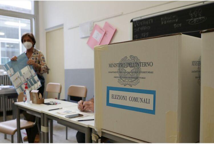 Amministrative, in Sicilia premiato l'asse Pd-M5S, bassa l'affluenza
