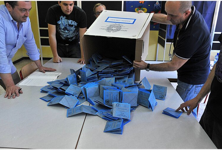 Comunali Sicilia, i risultati del voto tra ballottaggi, M5s in festa e un 'impresentabile' eletto al primo turno