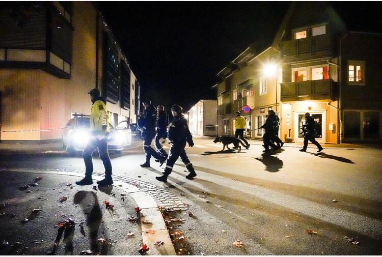 Con arco e frecce fa strage in Norvegia, almeno 4 morti