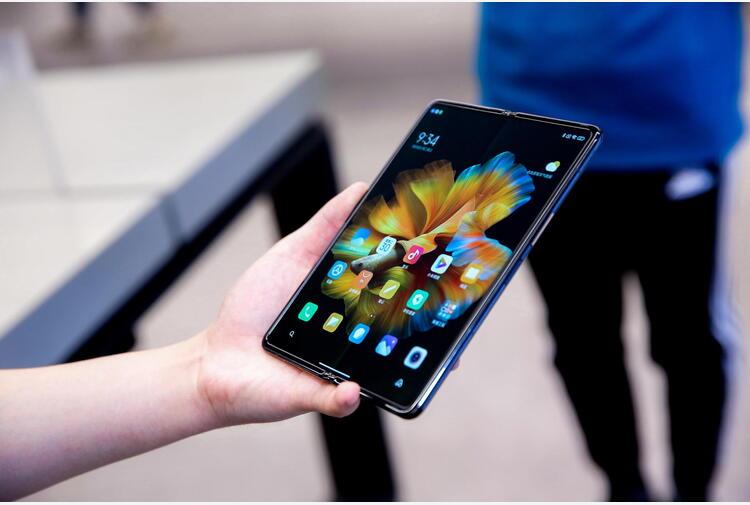 Smartphone pieghevoli, anche Oppo in corsa