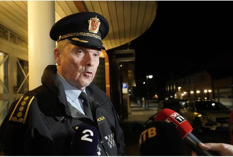 Polizia, a Kongsberg 5 morti e due feriti