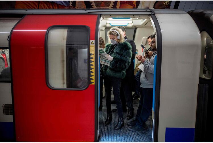 Covid: riaprono a novembre linee notturne metro di Londra